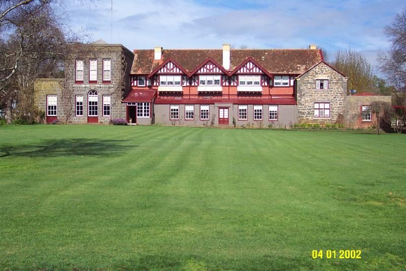 H0289 Murndal facade across lawn 1320