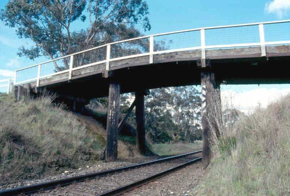 h02054 portland flat road bridge west ele north abutment 0903 mz