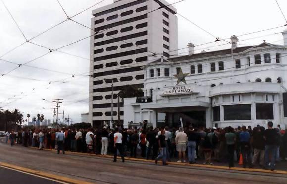 B6136 Hotel Esplanade Protest