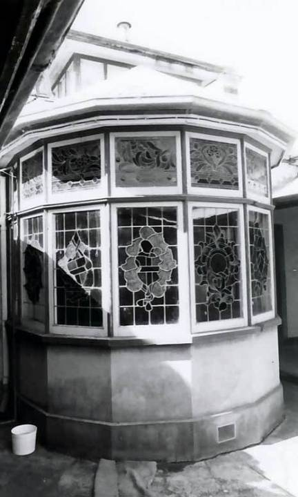 B3978 Bay Window