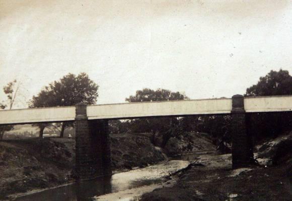 Iron Bridge, Shelford, c.1925.  Source: Holmes collection c/o David Rowe.
