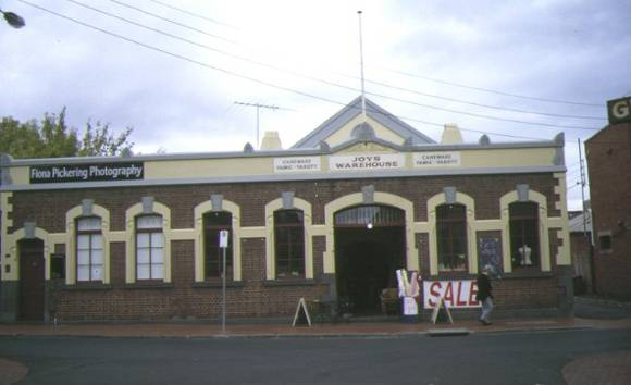 1 former duckers auction rooms geelong front view apr1997