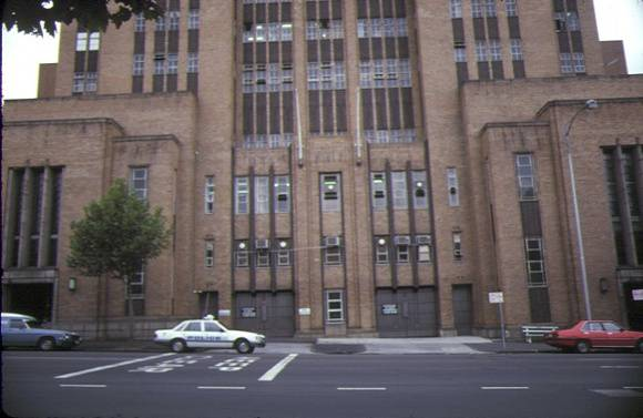 police headquarter's complex russell street melbourne entrance feb1985