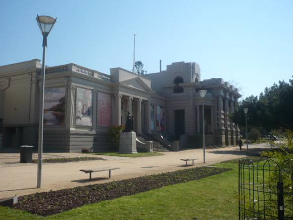 Johnstone Park   Peace Memorial Building  1