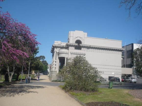 Johnstone Park   Peace Memorial Building   Side View