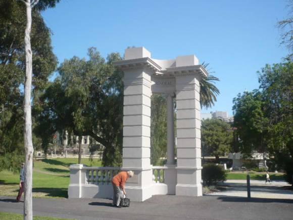 Johnstone Park   Memorial Gates   1