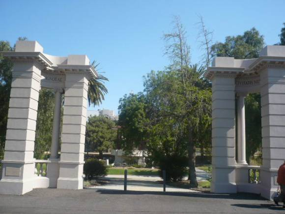 Johnstone Park   Memorial Gates   2