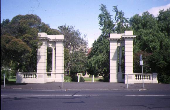 1 johnstone park geelong memorial gates