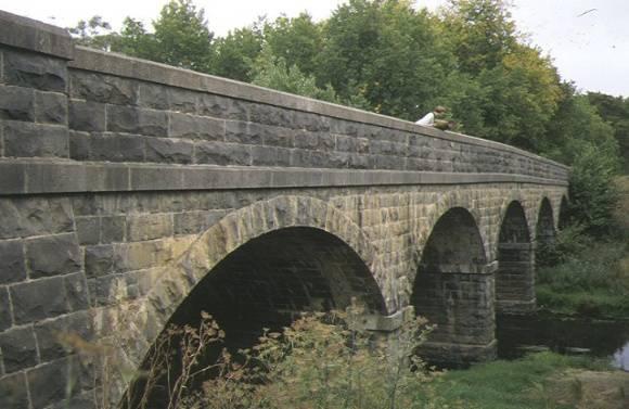 1 bridge over moorabool river batesford side view apr1997