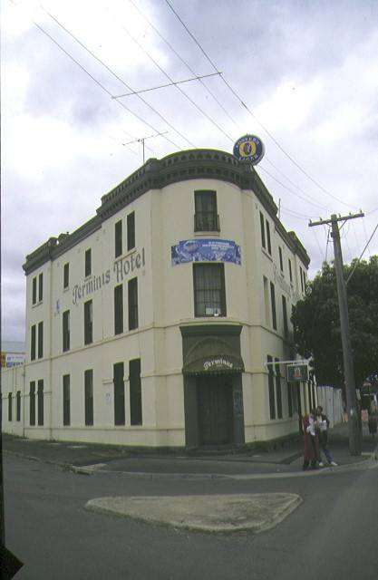 1 terminus hotel geelong front corner view apr1997