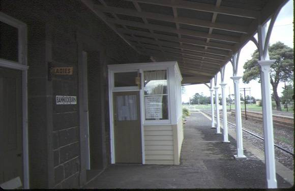 bannockburn railway station platform view aug1984