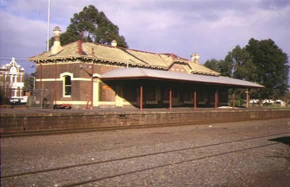 1 terang railway station terang trackside view may1995