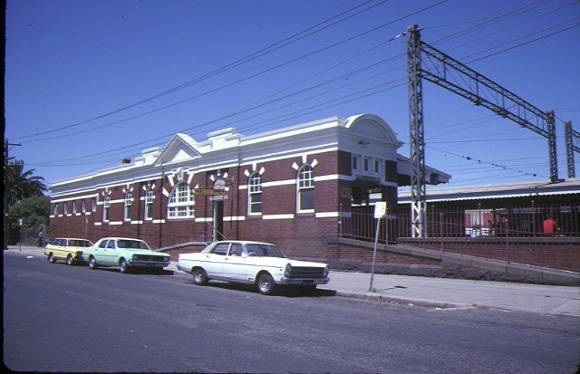 1 caulfield railway station normanby road caufield front view nov1984