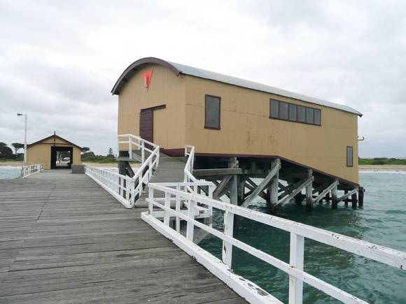 QUEENSCLIFF PIER AND LIFEBOAT COMPLEX SOHE 2008