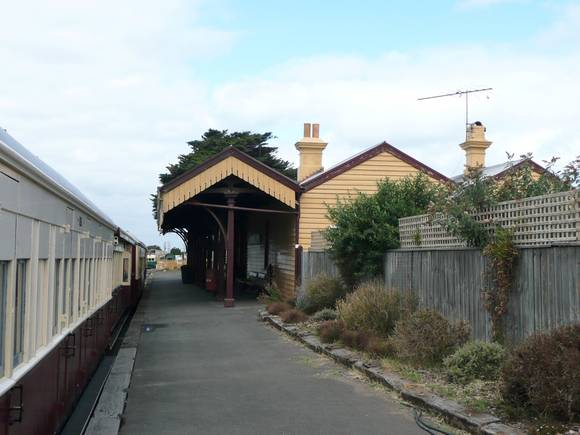 QUEENSCLIFF RAILWAY STATION SOHE 2008