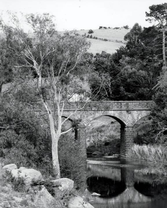 B0910 Bluestone Bridge